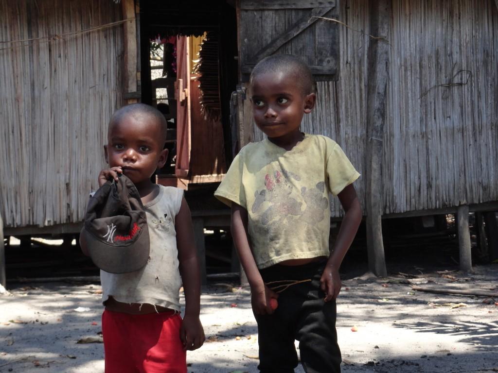 Kinder im Fischerdorf bei Manakara