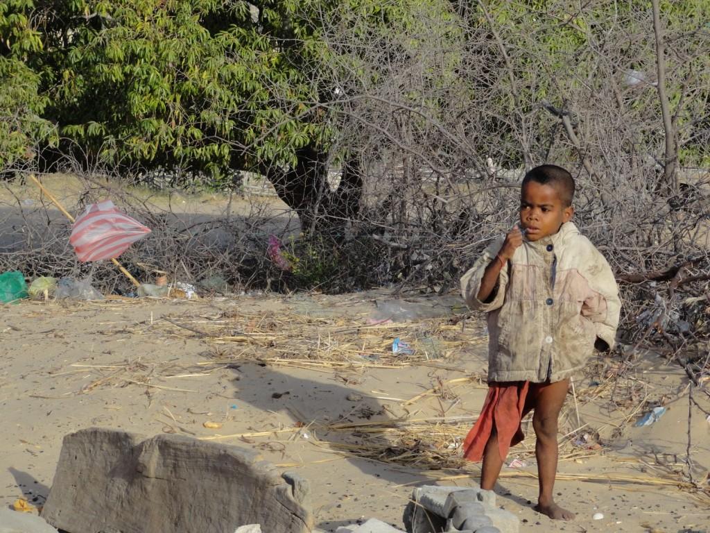 Spielendes Kind im Fischerdorf St. Augustine