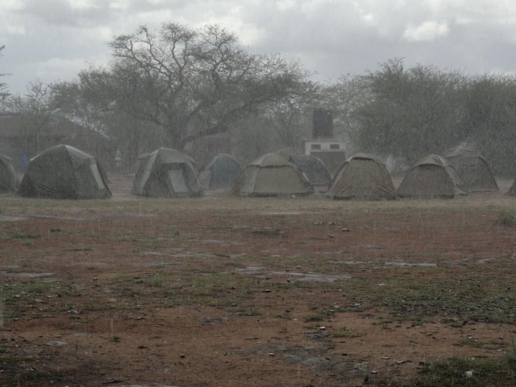 Regen im Camping in der Serengeti