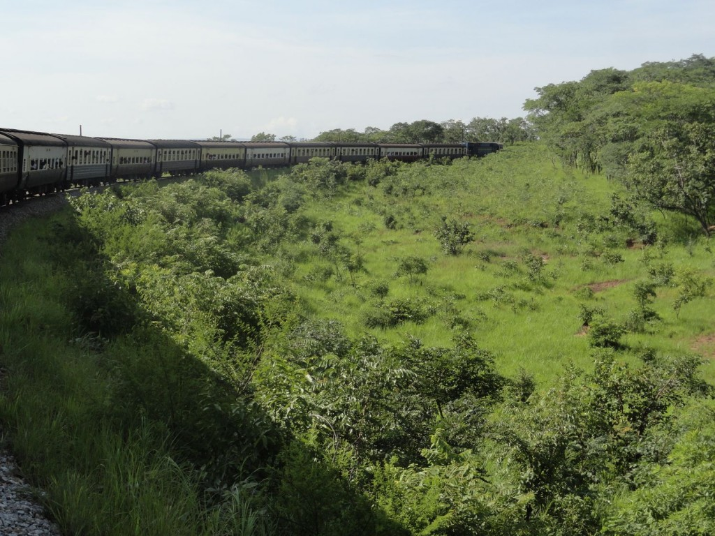 Zug der Central Line kurz vor Kigoma
