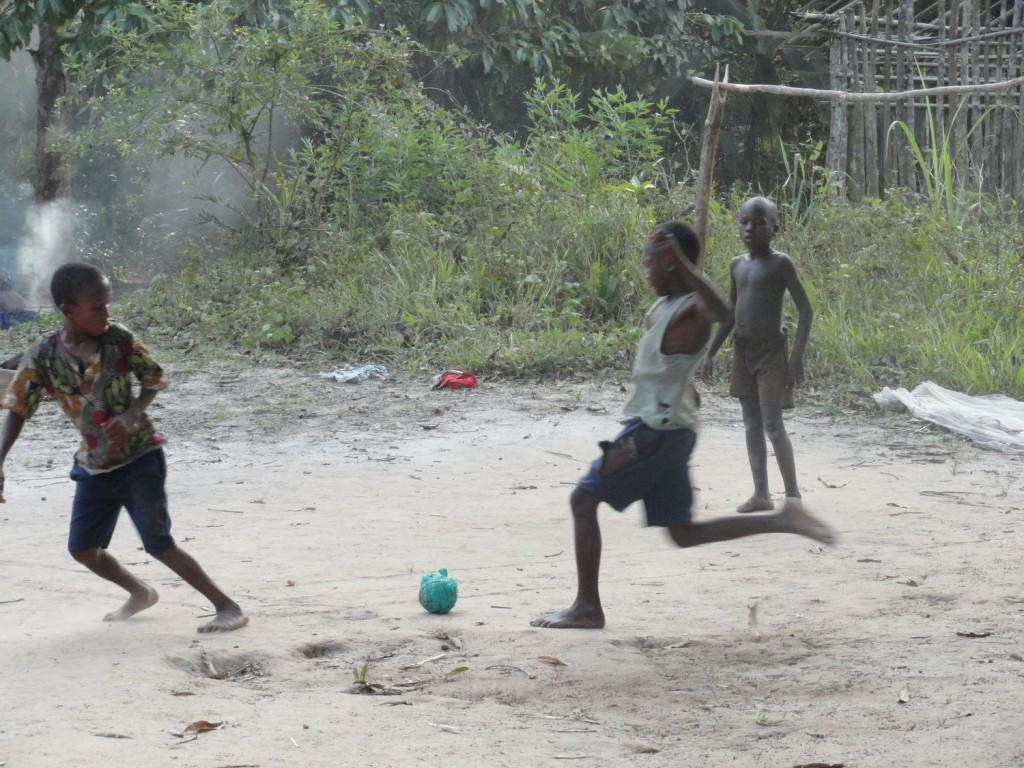 Hartes Fussballspielen