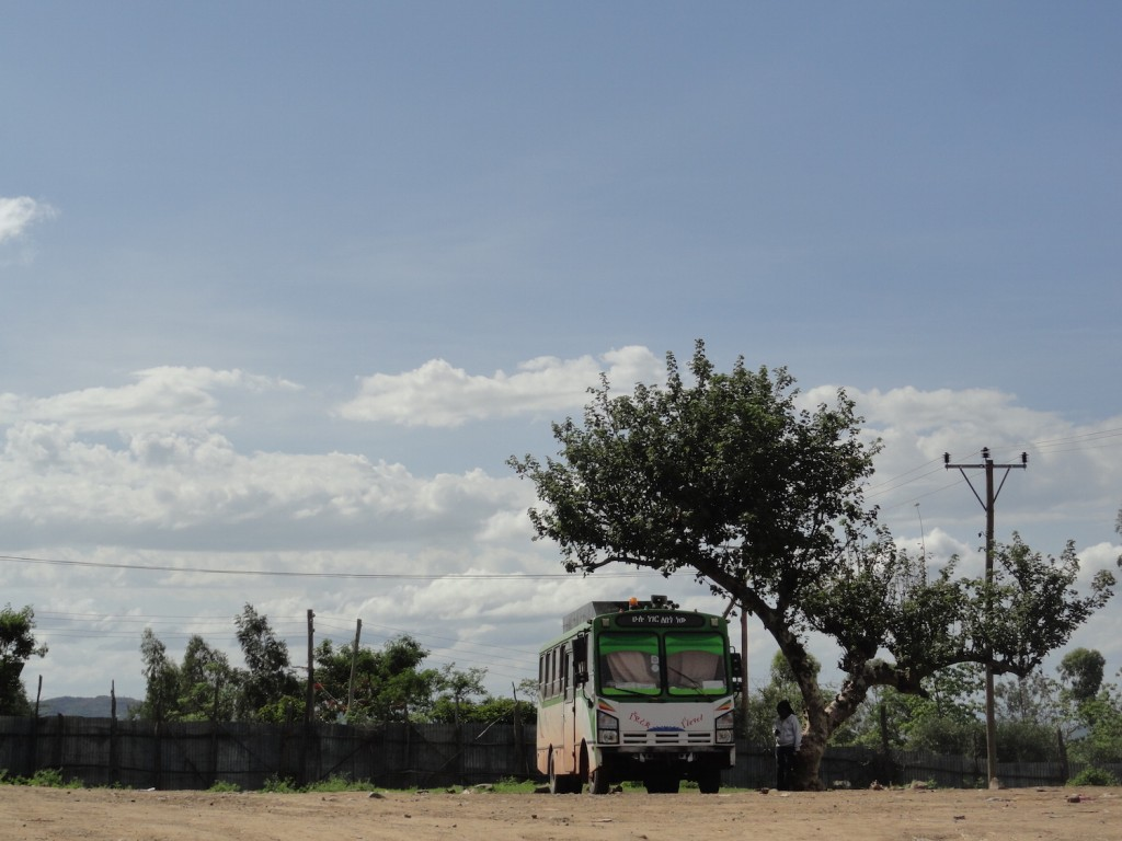 Einsamer Bus in Karat Konso
