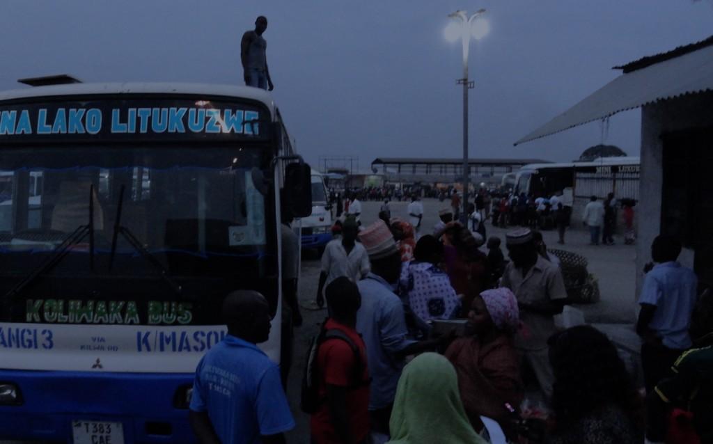 Bushaltestelle am Morgen