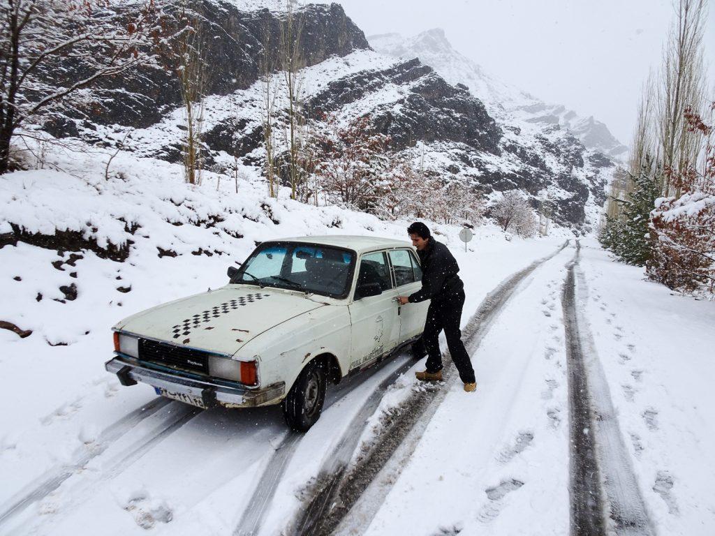 Eingeschneites Taxi