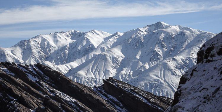 Blick üder die Schnee bedeckten Berge