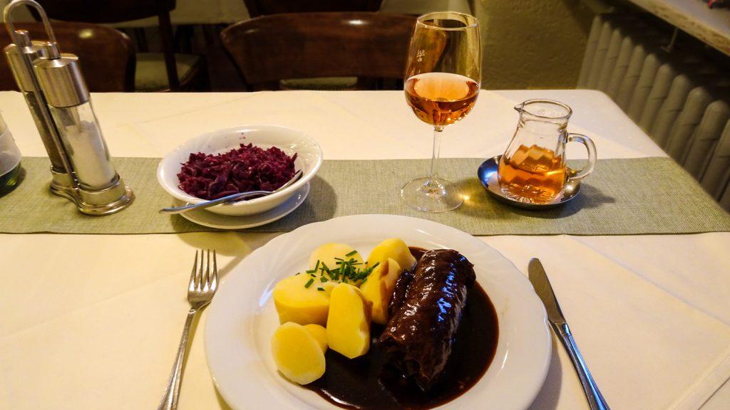 Deftiges Essen am Rhein
