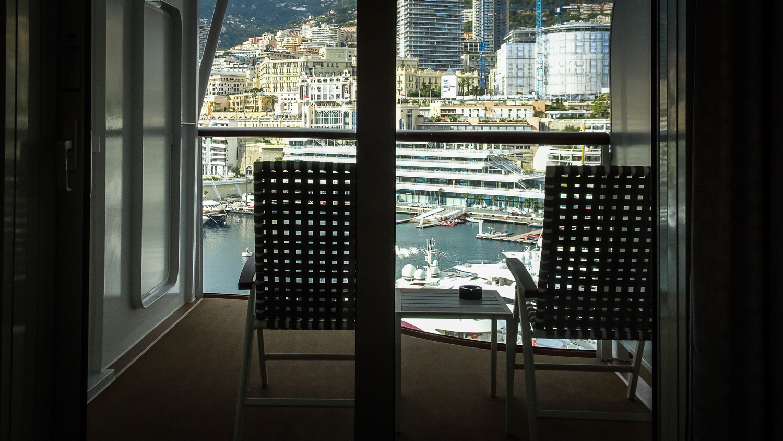Blick aus der Kabine in den Hafen von Monaco