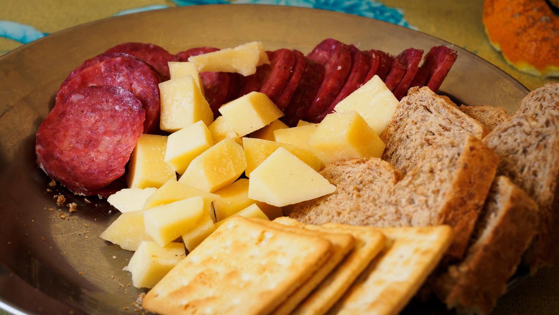Käse und Wurst am Plaza de Mulas