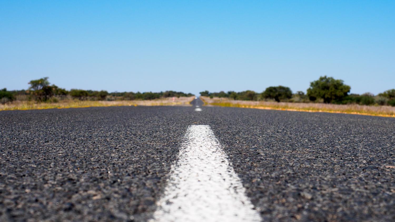 Gerade Straße in Namibia