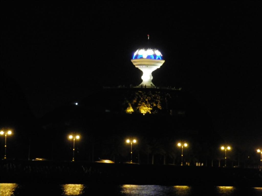 Mutrah Corniche bei Nacht