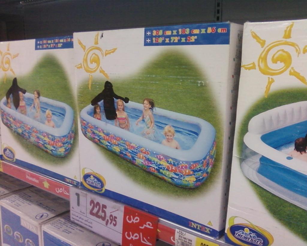 Schwimmbecken im Supermarkt