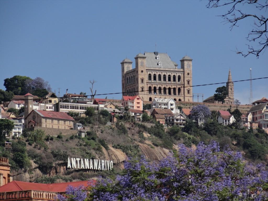 Königinnenpalast auf den Hügeln von Tana