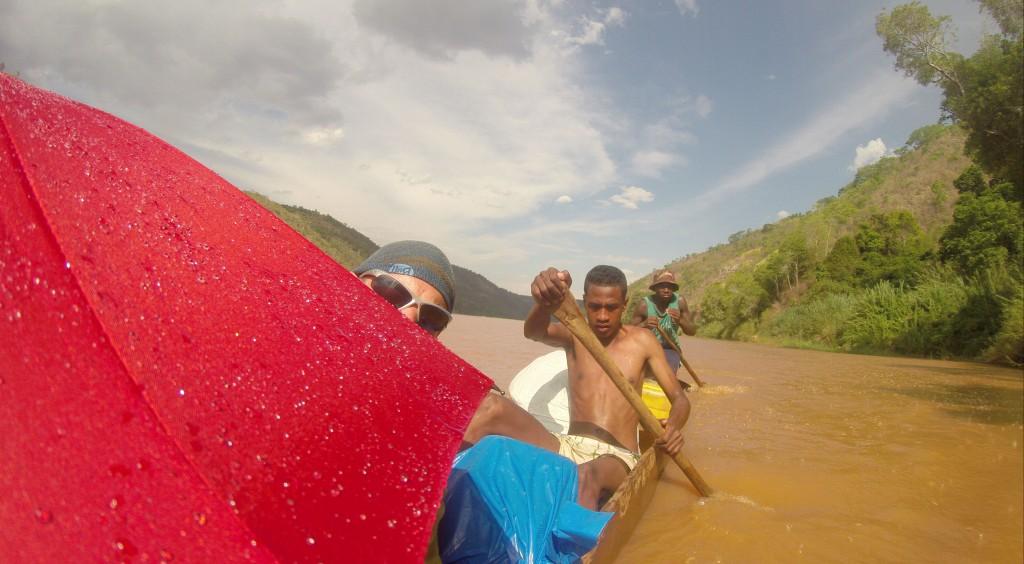 Die Sonne brennt auf dem Tsiribihina Fluss