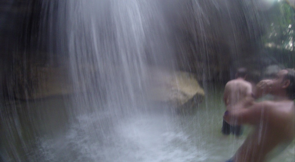 Die Dusche: Wasserfall am Campingplatz