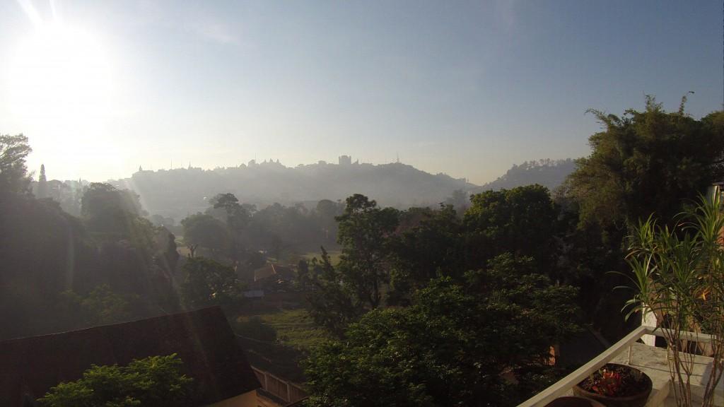 Blick über Antananarivo am frühen Morgen