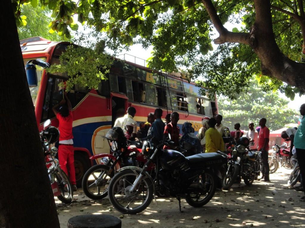Busankunft in Pangani