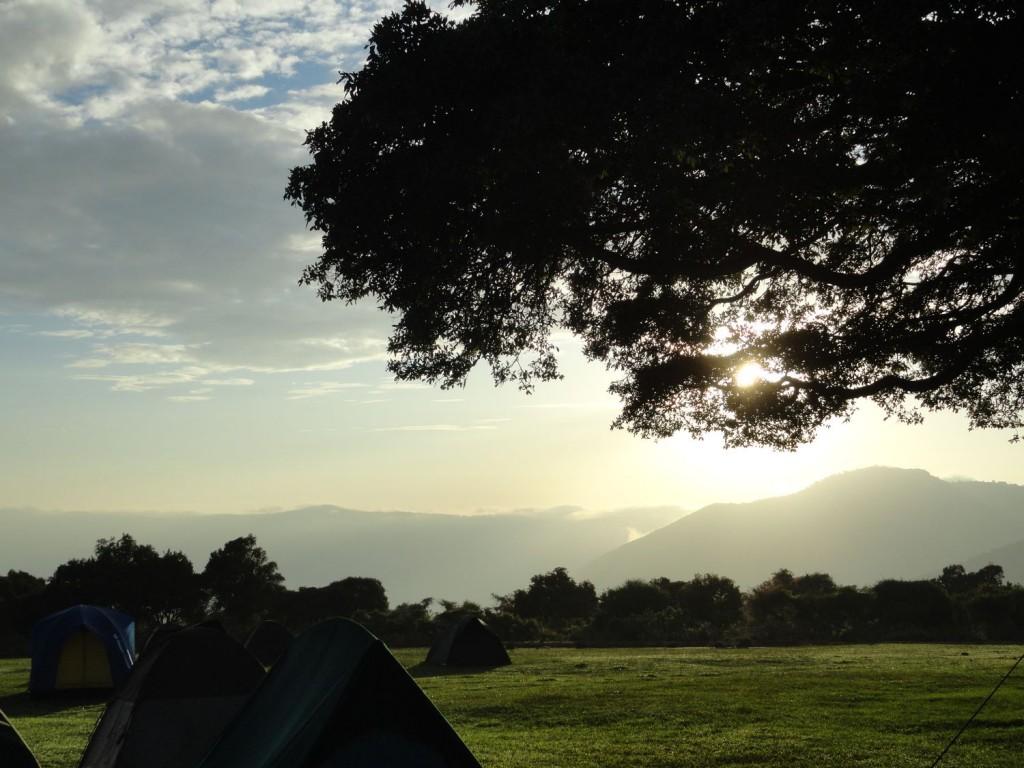 Sonnenaufgang am Ngorongoro Kraterrand