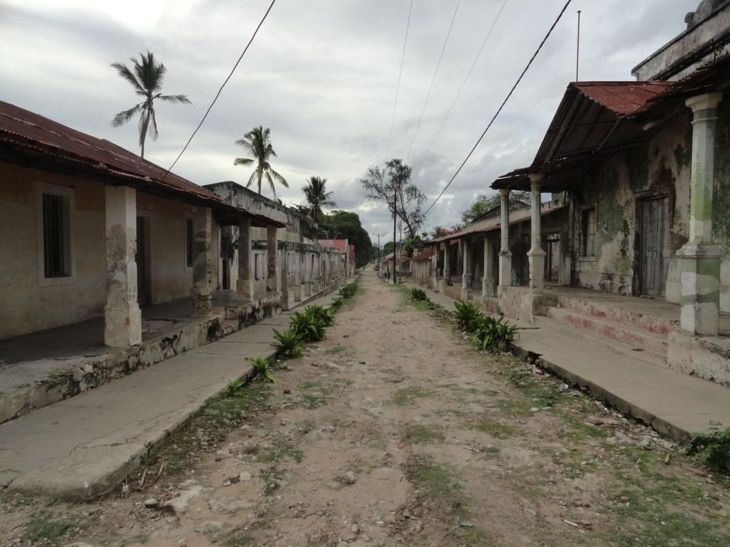 Straße mit Ruinen auf Ibo