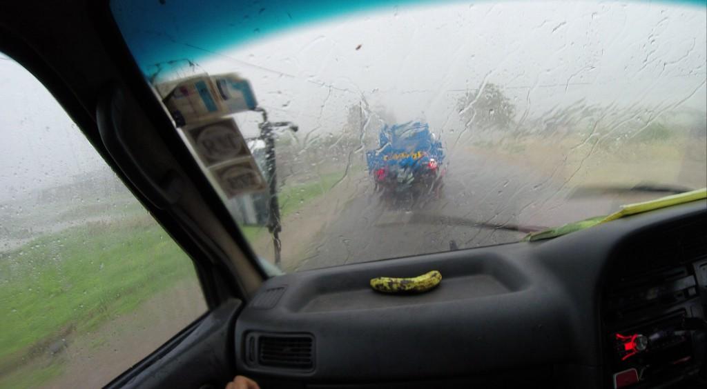 Regenwetter vor der Brücke zur Ilha de Moçambique