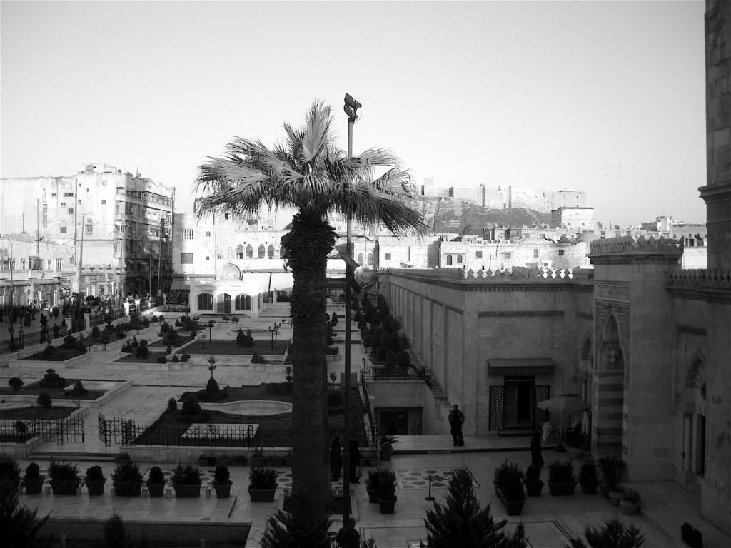 Blick entlang der Großen Moschee von Aleppo zur Zitadelle