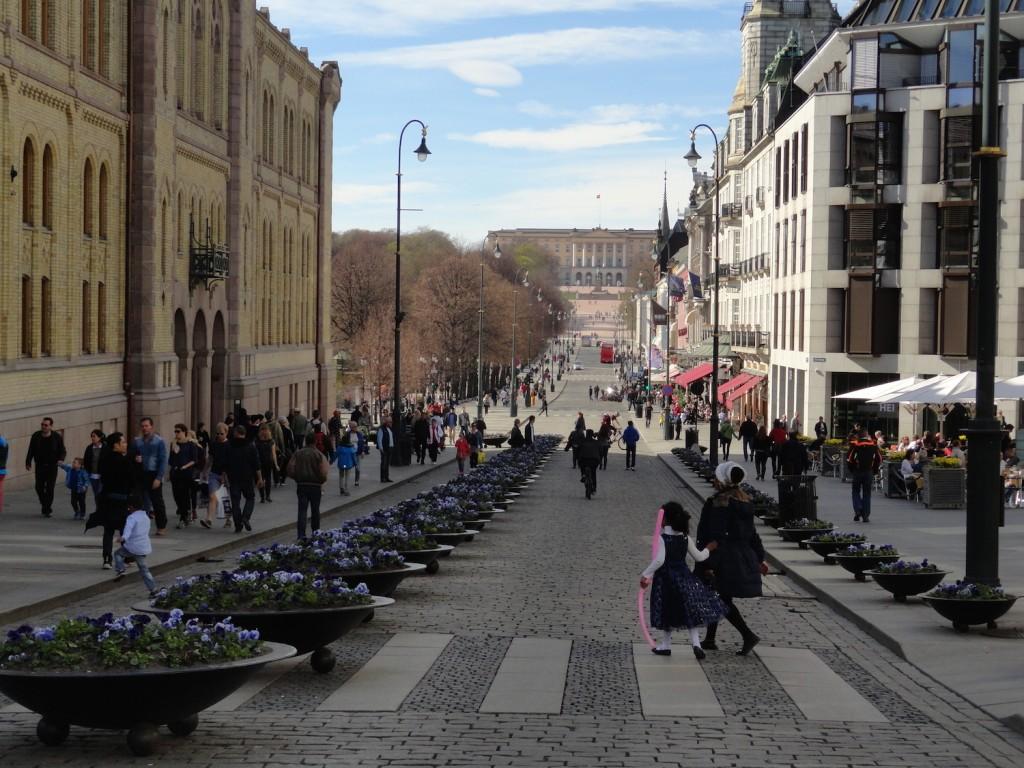 Karl Johans gate - Blick auf den königlichen Palast