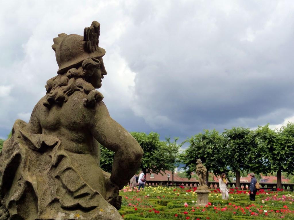 Rosengarten hinter der neuen Residenz