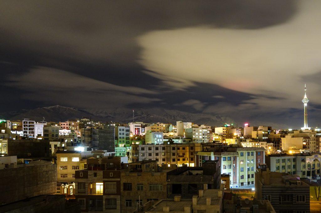 Teherans Berge bei Nacht
