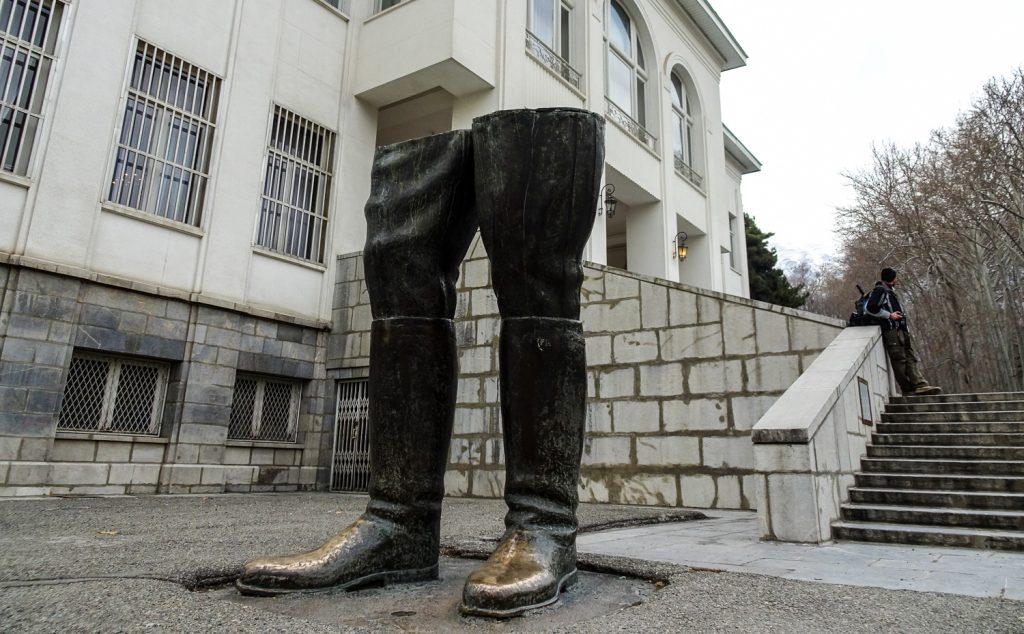Monument vor dem weißen Palast