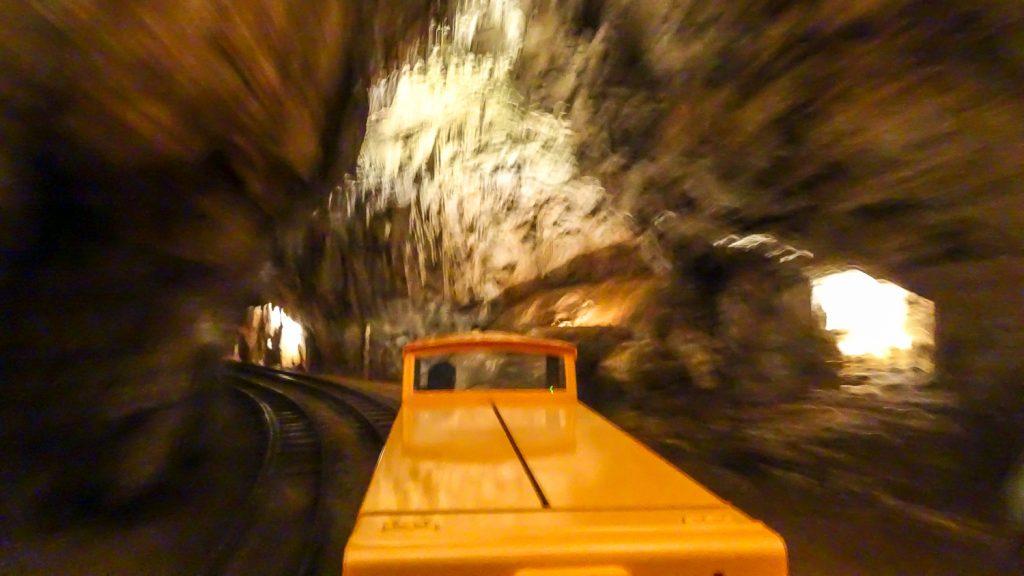 Einfahrt in die Höhle
