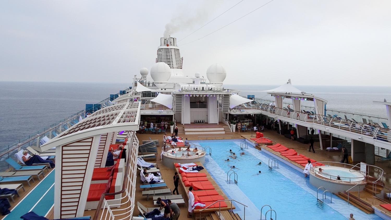 Pool-Deck der Mein Schiff 5