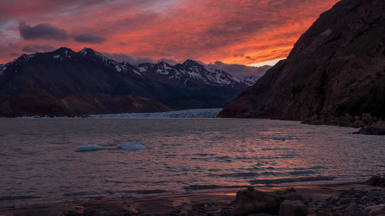 Sonnenuntergang am Lago Viedma