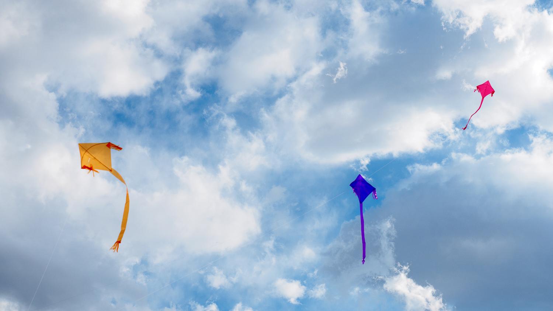 Drachen an Himmel