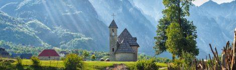 Kirche in der Bergwelt von Theth