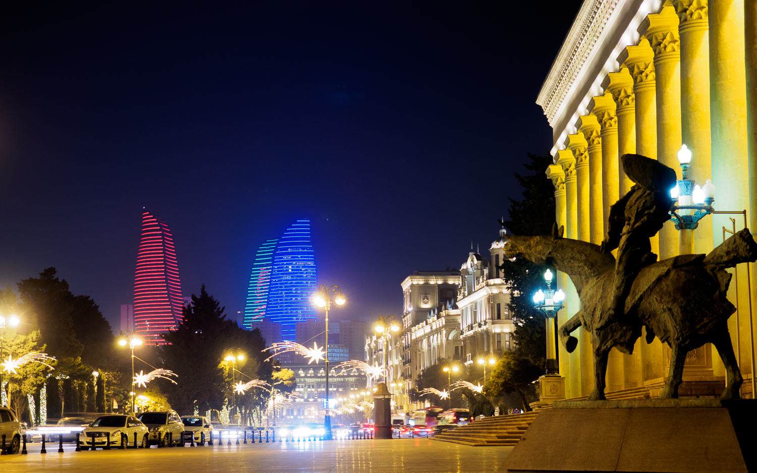 Museum Center in Baku bei Nacht