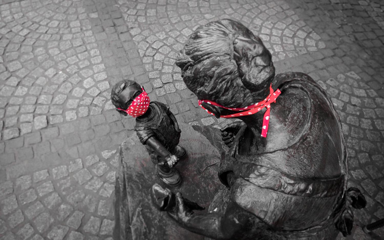 Statuen mit Masken in Boppard